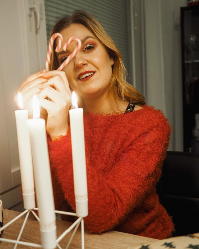 Tänään aamulla satoi lunta, joka tosin muuttukin jo loskaksi ja sain viimeset joululahjat hankittua. Huomenna onkin jo sitten aatto, vitsit kuinka nopeasti tämä joulukuu on mennytkään😱🎄 . . . #joulukuu #christmasiscoming #blackchristmas #candycane #somevaikuttajatfinland #instablogitfinland #instabloggers #candles #glittermakeup #vaikuttajamedia